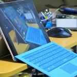 Surface Pro 3 を机の端に置くと不安定